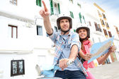 "Постер, картина, фотообои ""туристы на Ибице с картой"""