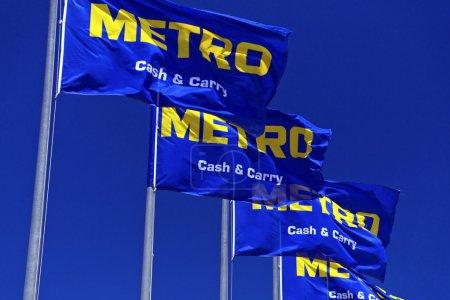 Photo pour Signalisation magasin Metro - image libre de droit