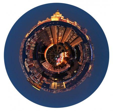 Photo pour Petite planète - urbaine vue panoramique sphérique d'une zone résidentielle à Moscou dans la nuit isolé sur fond blanc - image libre de droit