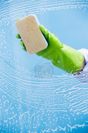 Cleaning - cleaning pane with detergent