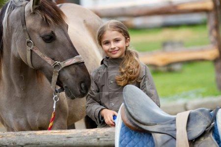 Photo pour Cheval et belle fille - meilleurs amis - image libre de droit