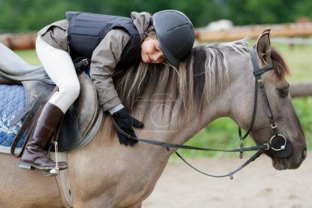 Photo pour Equitation, équestre fille - image libre de droit