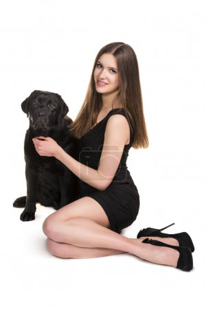 Photo pour Portrait complet d'une femelle avec son chien isolé sur fond blanc - image libre de droit