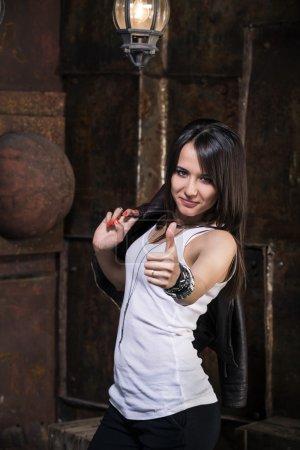 Photo pour Portrait d'une belle femme - image libre de droit