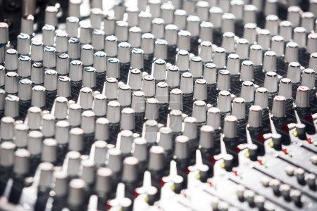 Photo pour Mélangeur audio professionnel image rapprochée - image libre de droit