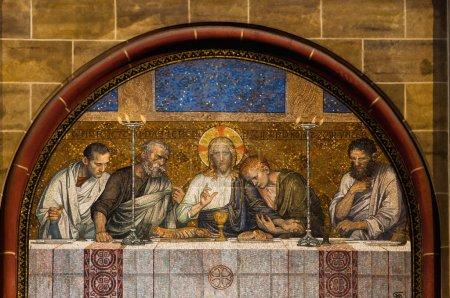 Foto de Última cena de mosaico christ afuera de una iglesia católica en Alemania - Imagen libre de derechos