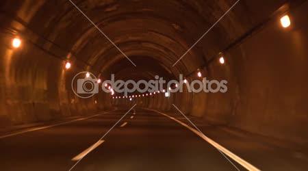 Osamělý silniční tunel