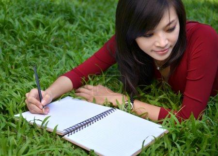 pretty women writing book