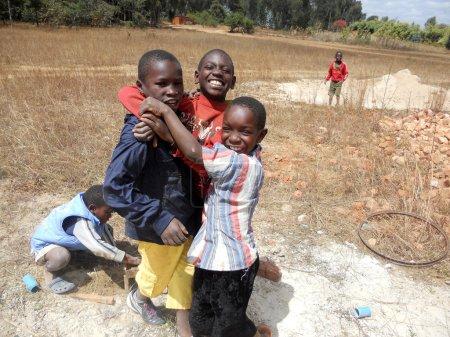 Photo pour Mission franciscaine en Tanzanie près le genre de pomerini village pour aider les enfants et les familles touchés par le sida - image libre de droit
