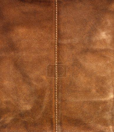Photo pour Vieux brun utilisé en cuir avec couture milieu - image libre de droit