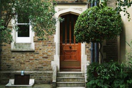 Photo pour Photo d'une maison typiquement anglais quelque part à Londres - image libre de droit
