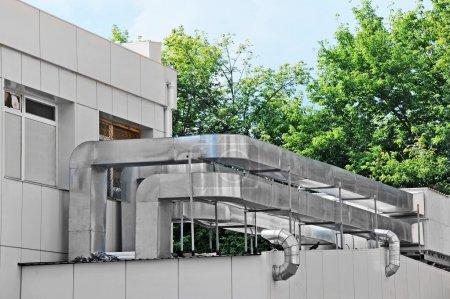 Photo pour Industriels en acier la climatisation et ventilation - image libre de droit