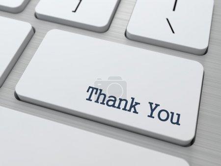 Photo pour Bouton de remerciement sur clavier d'ordinateur moderne avec des partenaires Word dessus . - image libre de droit