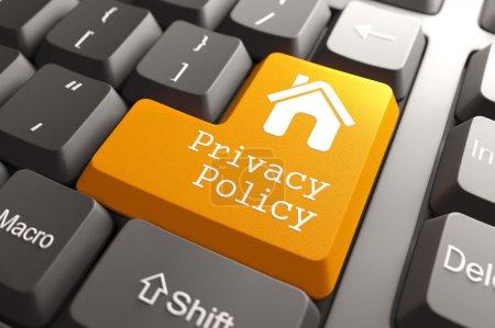 Foto de Botón de Política privacidad naranja con el icono de inicio en el teclado de la computadora. concepto de Internet. render 3D. - Imagen libre de derechos