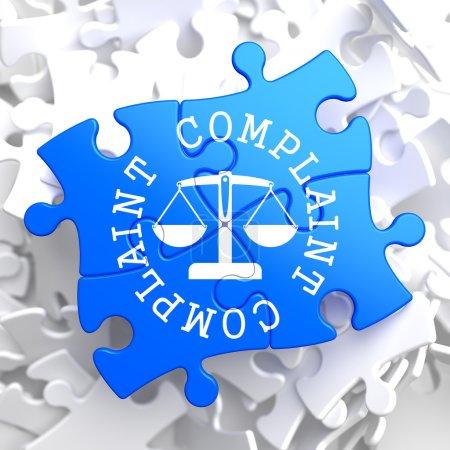 Photo pour Réclamation Parole écrite Arround Icône de balances en équilibre, situé sur Blue Puzzle. Concept d'entreprise . - image libre de droit