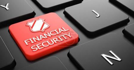 Photo pour Sécurité financière sur le bouton rouge du clavier de l'ordinateur noir . - image libre de droit