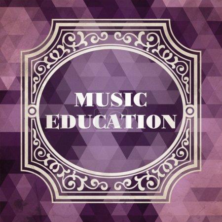 Photo pour Concept d'éducation musicale. Design vintage. Fond violet composé de Triangles . - image libre de droit