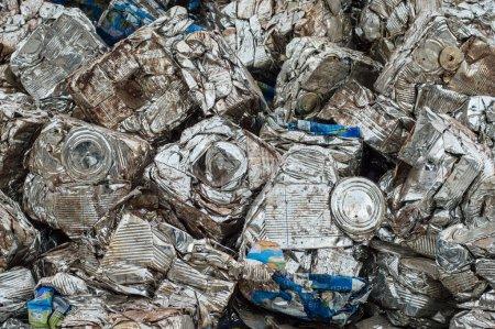 Photo pour Recycle alluminum industriel peut, boîte. - image libre de droit