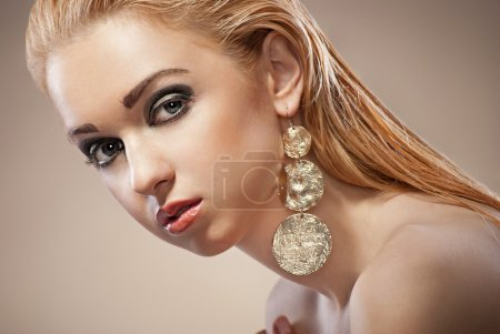 Beautiful woman with evening make-up and Jewelry