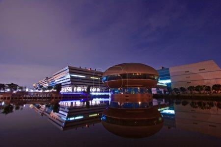 Foto de Paisaje del complejo edificio cúpula gubernamental brilla al atardecer en bangkok Tailandia. - Imagen libre de derechos