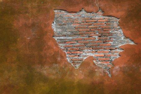 Photo pour Fissuration grunge altéré vintage et fragment de mur de briques rouges en utilisant comme arrière-plan - image libre de droit