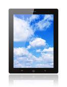 Počítač tablet pc s modrou oblohou