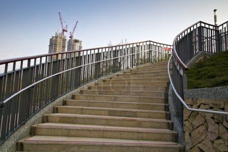 Photo pour Escaliers en spirale dans le parc ouvert à taipei - image libre de droit
