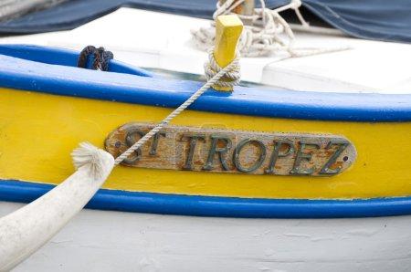 Photo pour Texte St. Tropez, inscription sur un bateau . - image libre de droit