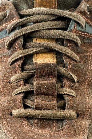 Photo pour Chaussure en daim près. Lacets croisés - image libre de droit