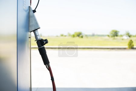 Device for charging gas car on station