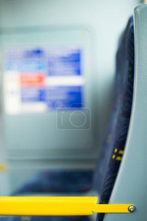 Photo pour Bus Intérieur dans les transports publics. Sièges dans un bus - image libre de droit