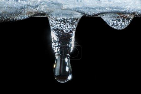Icículos y gotas de agua