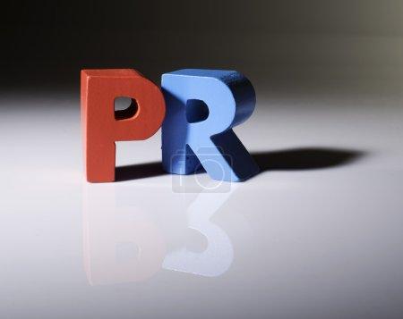 Photo pour Texte multicolore PR en bois. Fond blanc - image libre de droit