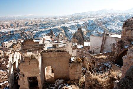 Photo pour Maison en ruine au Moyen-Orient en hiver - image libre de droit