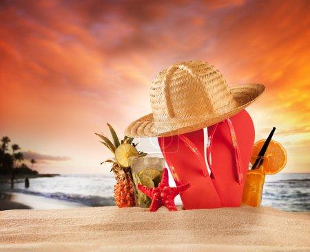Photo pour Plage d'été avec coquillages - image libre de droit