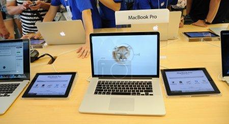 Macbook pro display in Apple store