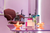 Interiér luxusní kadeřnický salon s prázdné vizitky