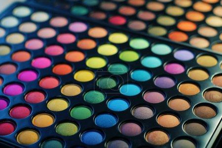 Photo pour Maquillage : professionnelles yeux ombre palette - image libre de droit