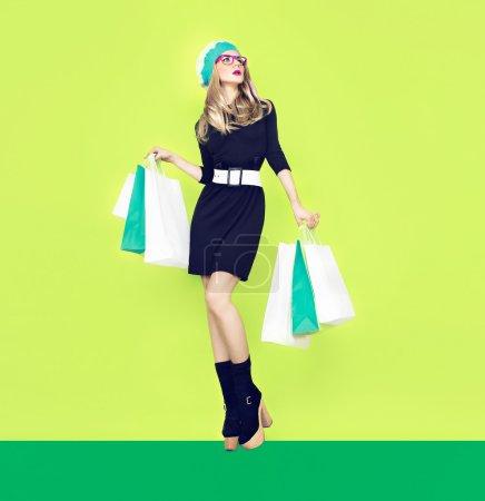Photo pour Bio shopping fille - image libre de droit