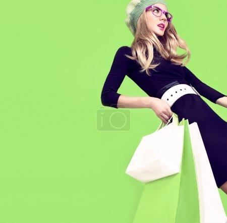 Photo pour Fille de fashion shopping bio - image libre de droit