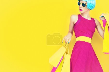 Photo pour Shopping fille folle - image libre de droit