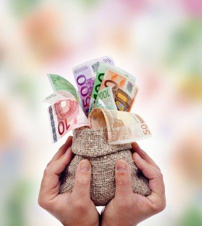 Praising money