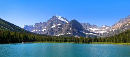 Photo pour Vue panoramique sur lac de courant rapide dans le parc national de glacier - image libre de droit