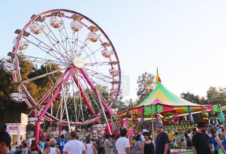 Photo pour Foire du comté avec attractions - image libre de droit