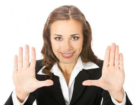 Foto de Feliz sonriente joven mujer de negocios mostrando gesto de stop, aislado sobre fondo blanco - Imagen libre de derechos