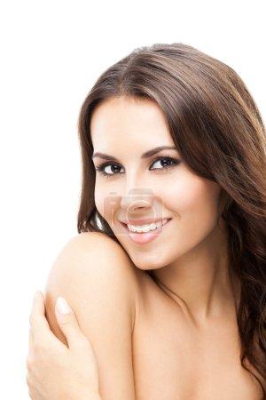 Photo pour Portrait d'un sourire heureux belle jeune femme touchant la peau ou l'application de crème, isolé sur fond blanc - image libre de droit