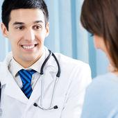 Se usmívám, doktor a pacientka