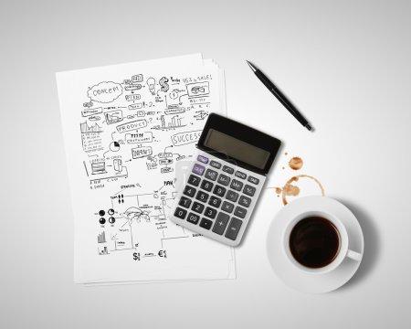 Photo pour Entreprise stratégie et buisness choses sur table - image libre de droit