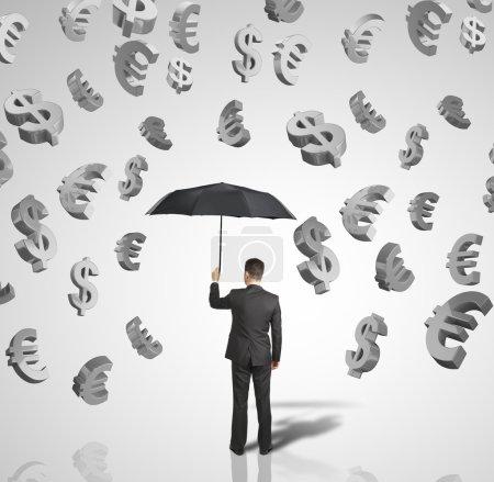 Photo pour Homme avec parapluie et symbole d'argent - image libre de droit
