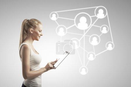 Photo pour Belle femme avec tablette, concept de réseau social - image libre de droit